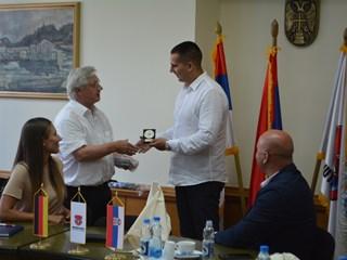 PRODUBLJIVANJE SARADNJE: Delegacija Karlshulda u poseti opštini Inđija
