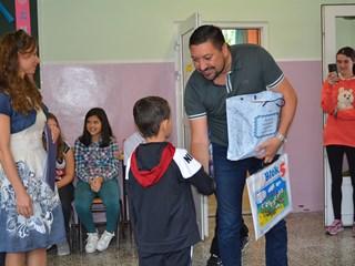 SREĆNO PRVACI: Počinje školska godina, besplatni udžbenici i školski pribor