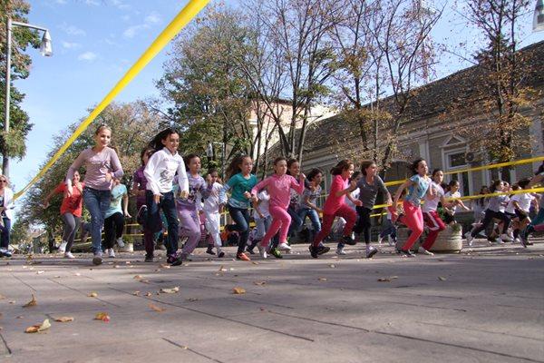 50. Atletske ulične trke u Inđiji 21. oktobra Atletske ulicne trke 2013