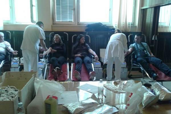 Danas akcija dobrovoljnog davanja krvi u Inđiji davanje%20krvi