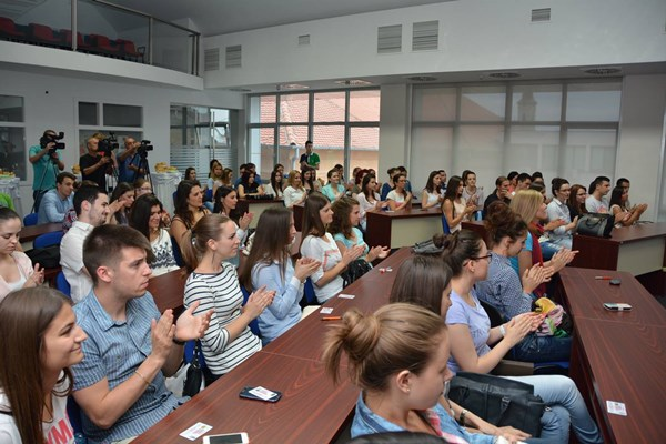 Scholarships for 87 best students of the Municipality of Indjija