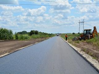 Асфалтирање пута Нови Карловци-Крчедин